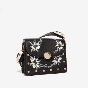 Černá kabelka s výšivkou 30270