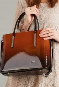 ROVICKY Elegantní hnědá lakovaná kabelka 1235 Velikost: univerzální