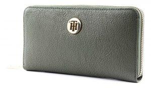 Tommy Hilfiger khaki peněženka TH Core Lrg ZA Wallet Grape Leaf