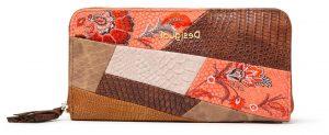 Desigual vzorovaná peněženka Mone Japan Patch Zip Aroun