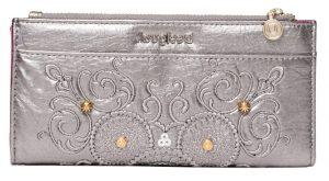 Desigual stříbrná peněženka Mone Majestic Pia s výšivkou