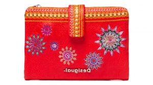 Desigual červená peněženka Mone Ada Pia Mini s výšivkou