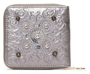 Desigual stříbrná malá peněženka Mone Majestic Zip Square s výšivkou